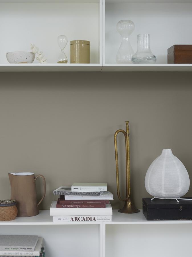 jotun-1352-tender-grey_-shelf-9918-classic-white-kopyala